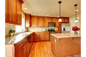 Een kunststof achterwand in uw keuken